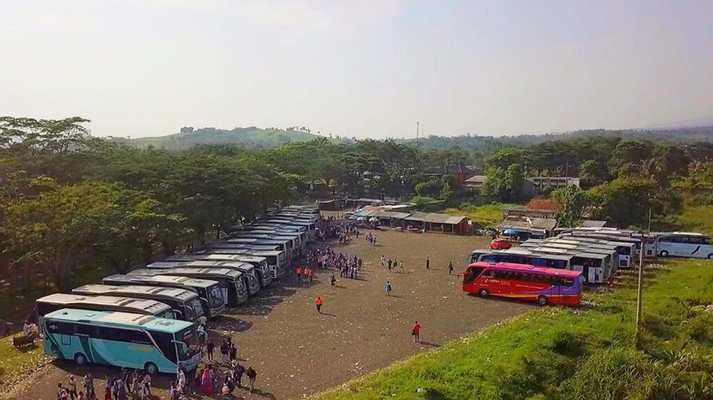 Parkir Bus - harga tiket the jungle rombongan