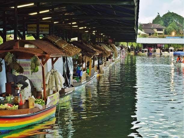 Danau Floating market